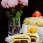 Tort cu ciocolata, nectarine și migdale