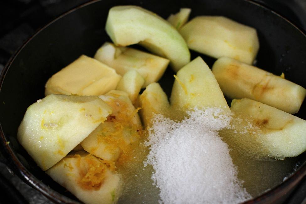 preparare prajitura fara coacere cu mere si crema de branza - 3