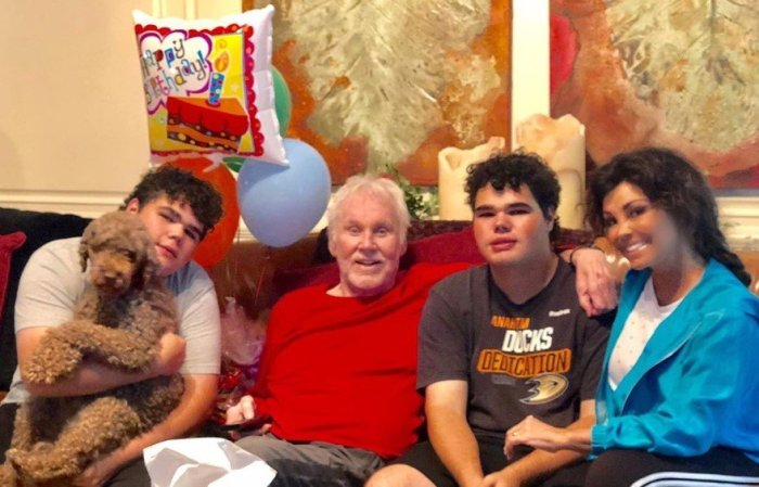 kenny rogers family and dog