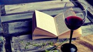 Um bom livro e um bom vinho é melhor do que muita gente