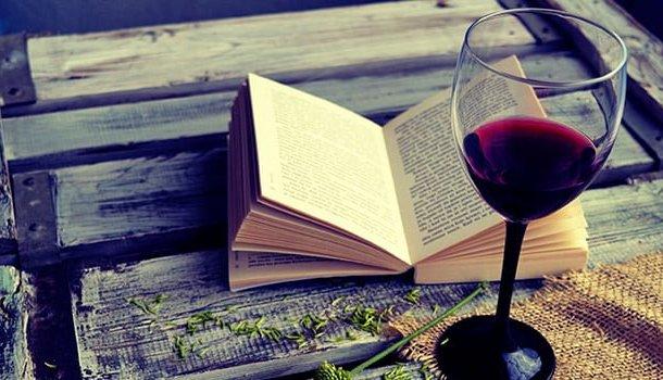 Um bom livro e um bom vinho são melhores do que muita gente