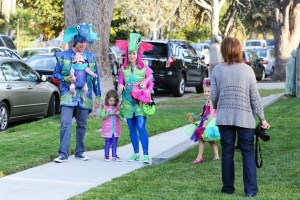 Alyson+Hannigan+family+Trick+Treat+iYdedzDxOcjx