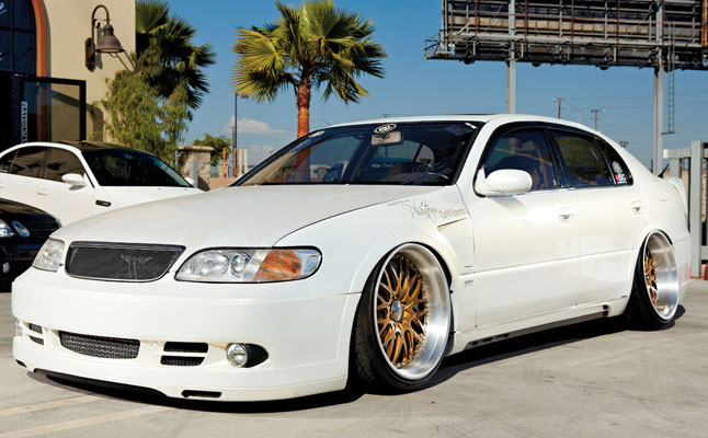 #platinum-VJP-White_Toyota_Aristo_feat