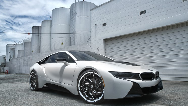 white-bmw-i8-savini-forged-wheels-sv62d-black-with-white-accents-2