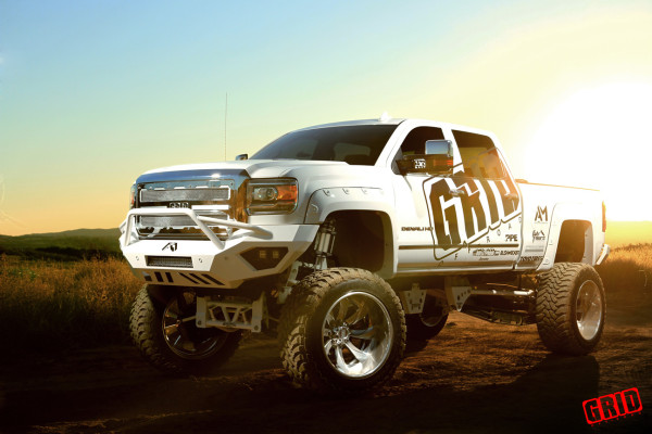 grid-offroad-gf4-brushed-high-polish-gmc-sierra-2500hd-denali-toyo-tires-bulletproof-suspensions-fab-fours-oled-10-600x400