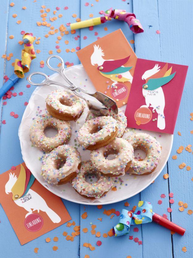 Bunte_Eierlikör-Donuts_l