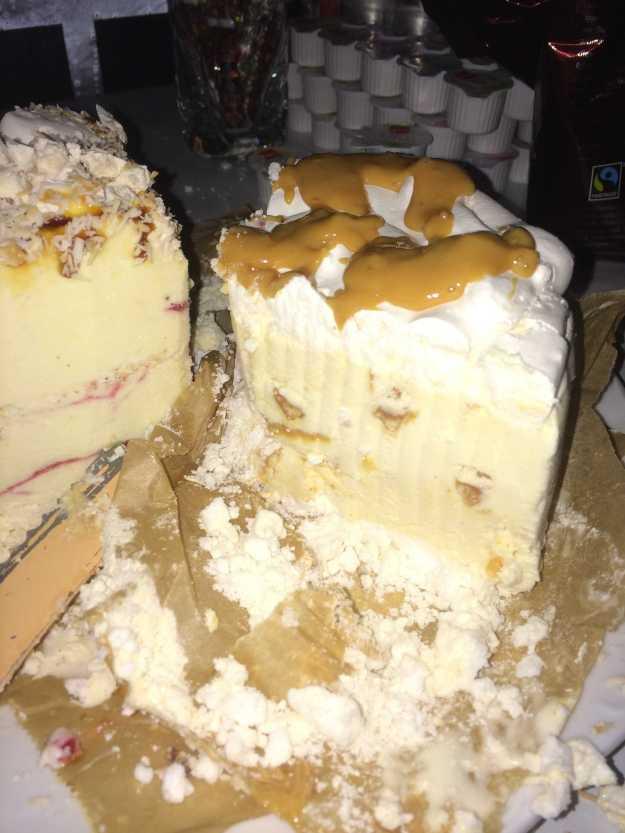 Eistorte_Caramell-Chunks-Eistorte mit Fleur de Sel_Marco