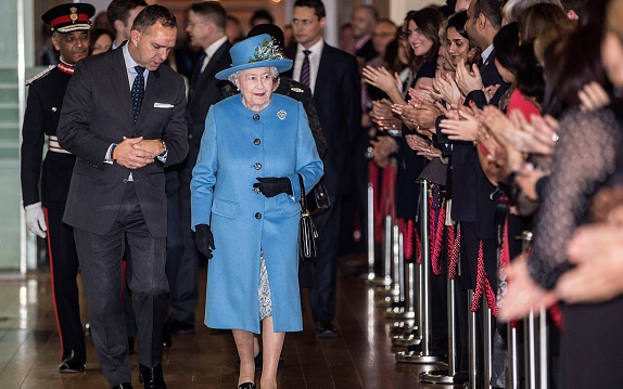 LONDON, UNITED KINGDOM - NOVEMBER 12:  Queen Elizabeth II tours the Home Office building on November 12, 2015 in London, England. (Photo by Richard Pohle - WPA Pool/Getty Images)