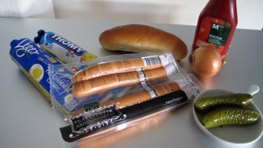 Zutaten für einen deutschen Hotdog