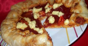 بيتزا السجق و الجبن