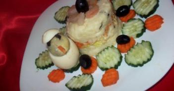 وصفة سهلة سلطة الطبقات بالجمبري و البيض
