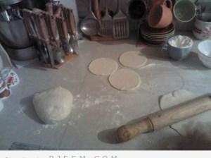 طريقة عمل البطبوط او الخبز  المغربي بالصور<br />
