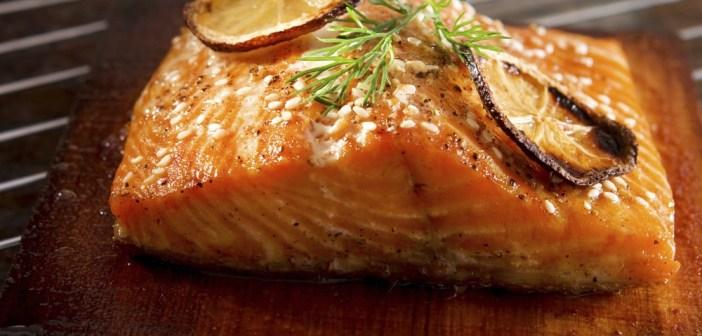 سمك السلمون مع صلصلة الطماطم