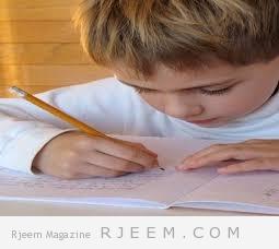 طفلك يكتب كتابة سيئة: اليك طرق لفهمه