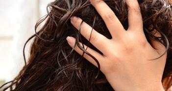 تنعيم الشعر المجعد الجاف
