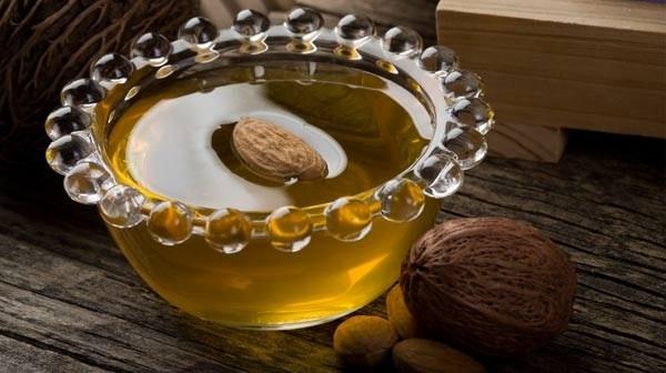 فوائد زيت اللوز المر - اهمية زيت اللوز المر للبشرة والشعر