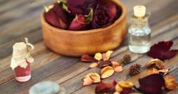 6 استخدامات جمالية لماء الورد