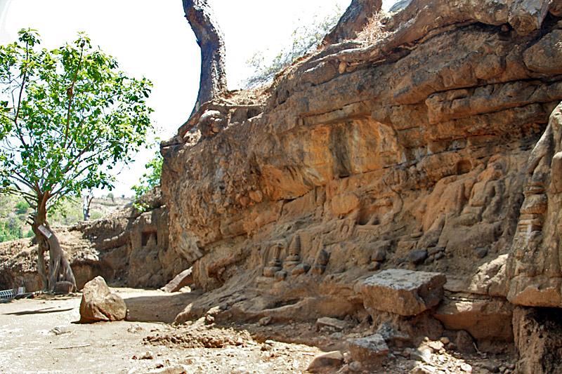Wadu Pa'a Reliefs, Sumbawa