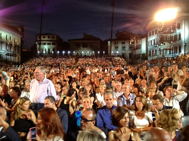 Piazza Santa Croce with the parterre full of celebrities