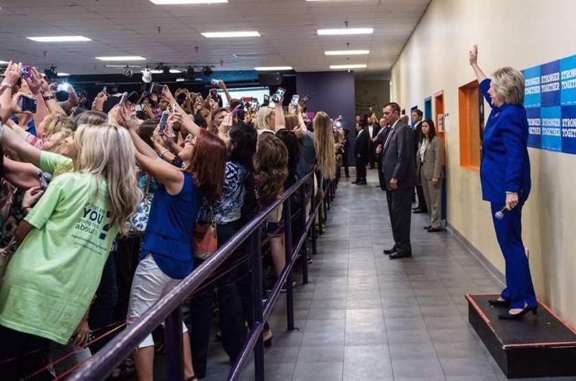 clinton-selfie