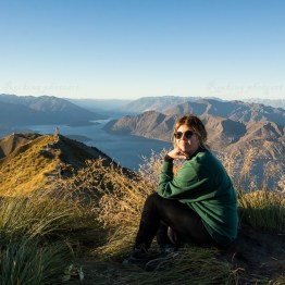 Hanna Sahlin on the top of the world, Roys peak
