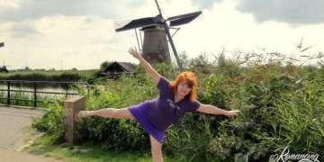 Kinderdijk-working-windmills-plus-one