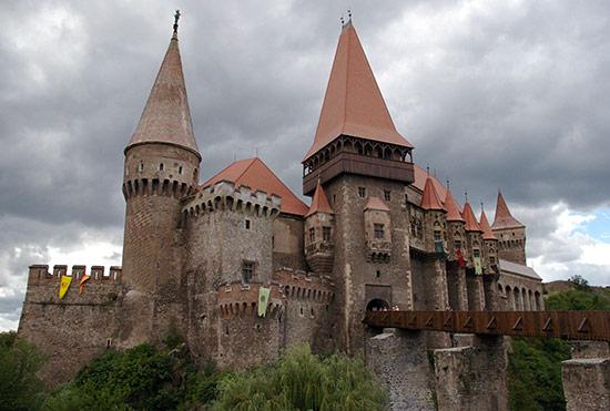 Imagini pentru Castelul Corvinilor