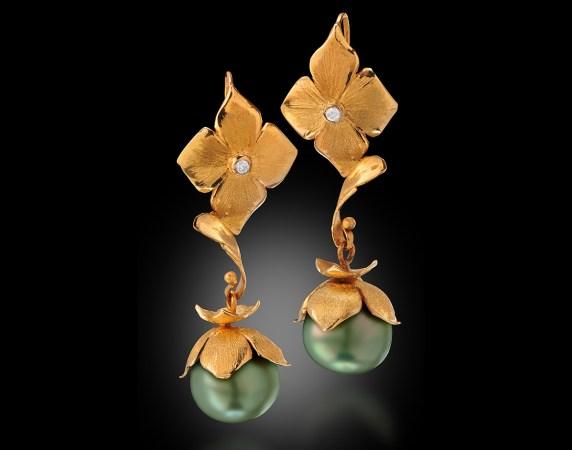 Earrings-18k-Fiji-Pearl-and-Diamonds