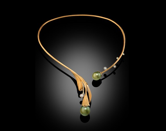 Necklace-18k-Fiji-Pearl-and-Diamonds