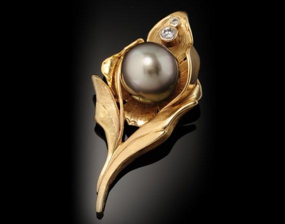 Pendant-18k-Fiji-Pearl-and-Diamonds