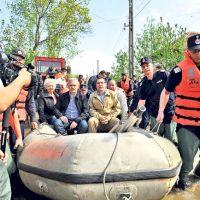 Ponta și Dragnea la inundații