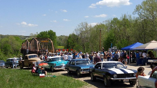 Hundreds show up for Gasconade River Bridge rally