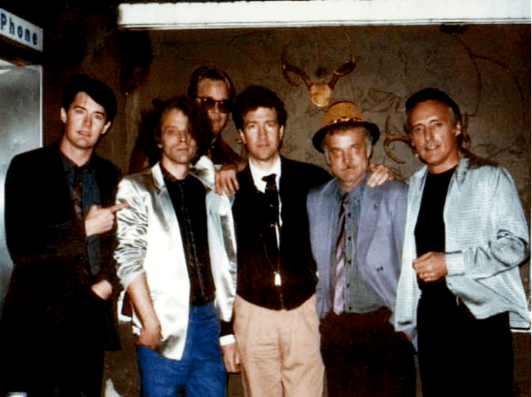 Blue Velvet Behind the Scenes Cast Photo - Kyle MacLachlan, Brad Dourif, J. Michael Hunter, David Lynch, Jack Nance, Dennis Hopper