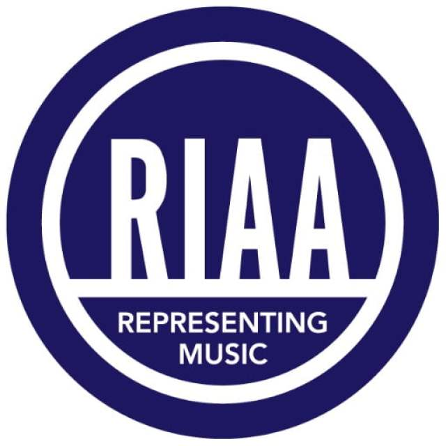 RIAA( Recording Industry Association of America )