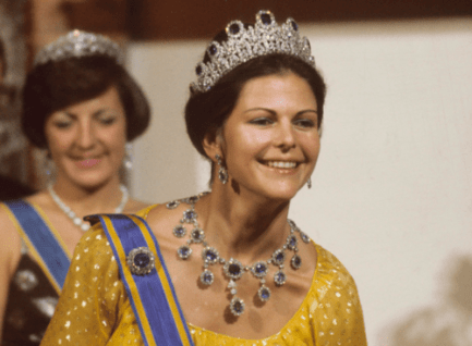 Queen-Silvia-blue-gems-6