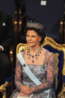 Queen-Silvia-blue-gems-7