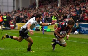 Henry Purdy scores a try for Gloucester