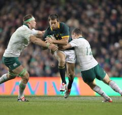 Jan Serfontein looks to break through Ireland's defence