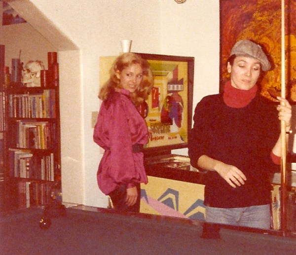 Seeska Vandenberg (l.) and Cindy Donlan at Cartel's home during the premature wrap party in early 1979