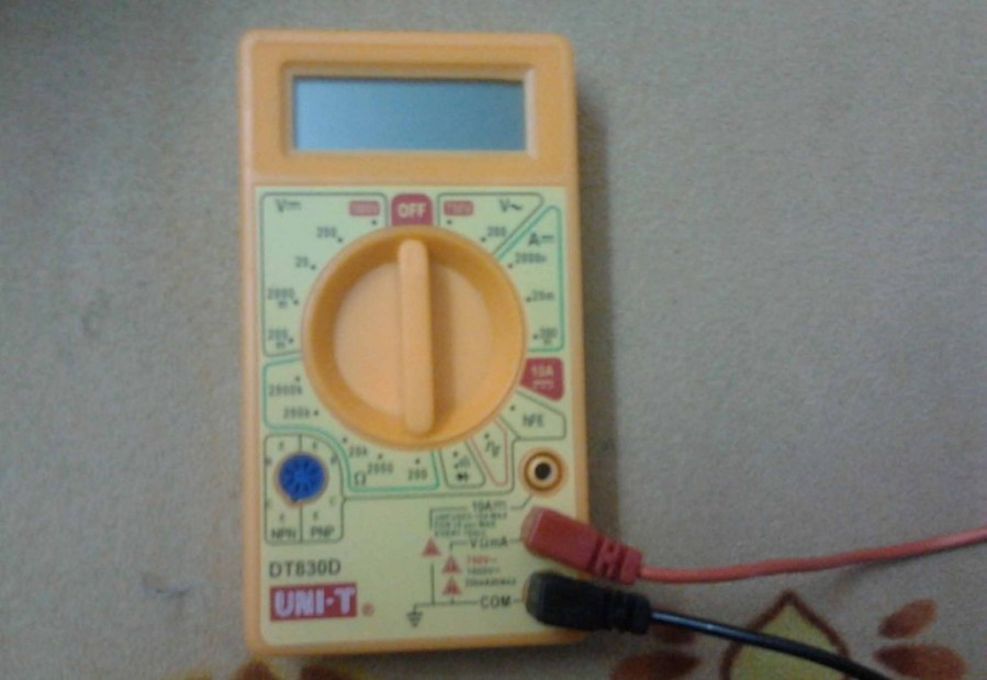 How to Test your laptop AC Power Adapter using Multimeter - Step 2
