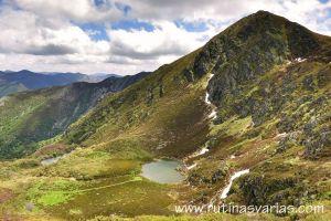 Lagunas de Tablado bajo el Teso Mular (1.884 m.)
