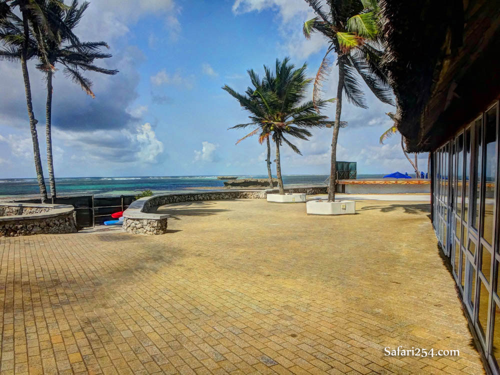 Watamu beach_hemingways poolside
