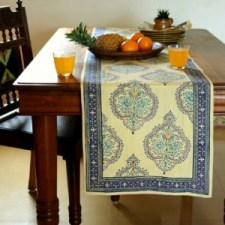 Table runner for round table