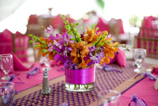 purple_wedding_table_runner_round_table_detail