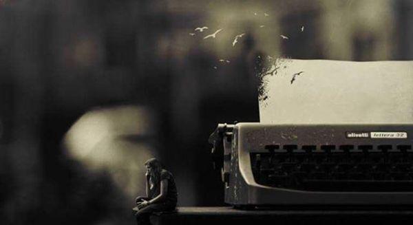 Kaç kadın şair doğurur bilmem ama!Bir adam şair olmuşsa,Bir kadın efkar doğurmuş demektir.Ya mısralara açmıştır ayaz sevdaları,Ya da hece hece dize getirmiştir dağ gibi adamları.Şiir yüklenir kalemin omuzlarına,Kalemi biter de kelamı bitmez şairin.Pusuda bekler nöbetçi Azrail, ha sildi ha silecekAvuçlarının içinde eskiyen hayat çizgisini.Her şair tavaf etmiştir feleğin çemberini.Hani dökülüyor ya kelimeler sayfalara,İşte öyle dökülür ciğerine kızgın okyanuslar.Tutulamayan elleri,hiç tutulmayan sözlerle titrer şairin.Ondandır satır aralarındaki yalnızlığı.Sonra geceleri ateşe verir kanayan bir şiir,Ne olduğunu anlayamadan dolu verir gözleri.Bir zaman sonra sesinden korkar olur,Tahammülü kalmaz hiçbir şeye.Aynalara düşman, kuşlara avcı, aşklara yem olur şair.Bu sözleri sana yazdım kitabından.... Sahildeki Şair Sinan Yıldızlıhttp://www.kitapyurdu.com#Şair#Şiir #şiirsokakta#söz #edebiyat #yeni #ask#Kitap #efkar