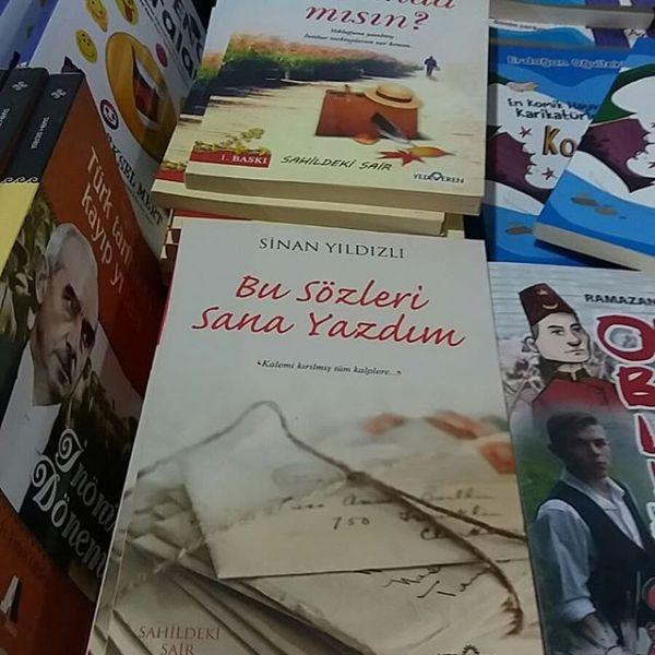 Sevgili dostlar Sahildeki Şair mahlası ile Trabzon kitap fuarında yerimizi aldık Trabzon daki dostlarımızı bekleriz sevgilerle..