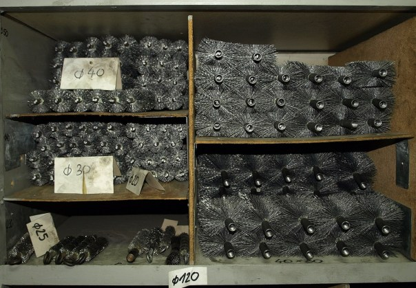Skladište - gotove čelične četke čekaju kupce