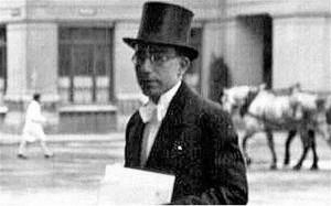 عبدالحسین سرداری سرکنسول ایران در پاریس، با صدور بیش از هزار پاسپورت برای یهودیان ایرانی و غیر ایرانی مقیم پاریس و حومه، جان آنها را از مرگ نجات داد