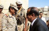 المحافظ بن بريك يزور قيادة المنطقة العسكرية الثانية بعد زيادة تقارير الإغتيالات في وادي حضرموت