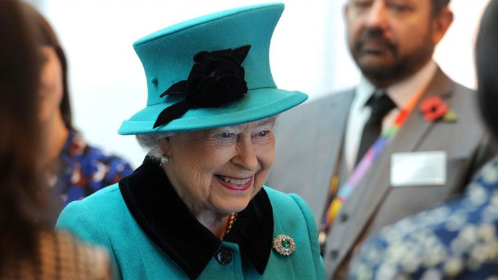 نجاة الملكة إليزابيث من رصاص حارسها
